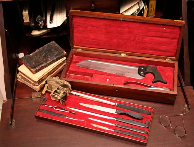 http://www.sonofthesouth.net/leefoundation/civil-war-amputation-kit-650.jpg